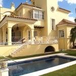 Причины, по которым стоит взять в аренду Испанскую виллу или коттедж