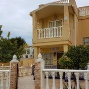 Домик/дуплекс (2 этажа) в районе La Mata, возле парка Молино Дель Агуа - 250 м, до пляжа Ла Мата - 500 м