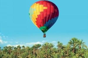 На большом воздуном шаре!