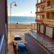 Апартаменты расположены городе Гуардамар дель Сегура, в 10 м от пляжа, дом на 1 линии, пляж песчаный, протяженностью 6 км.