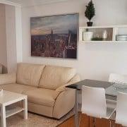 Апартаменты-дуплекс (2 этажа) расположены в 50 м до пляжа Ла Мата, рядом со всей инфраструктурой.