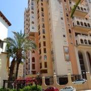 Комфортабельные апартаменты для отдыха в 50 м от моря в Торревьехе. Расположены в 15-этажном жилом комплексе Las Atalayas 1.