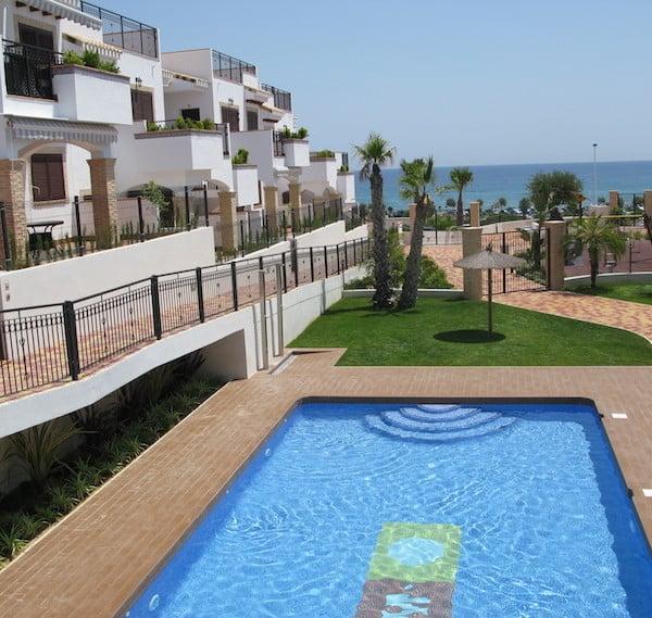 Апартаменты Azul Beach в Торревьеха (Аликанте)-бассейн