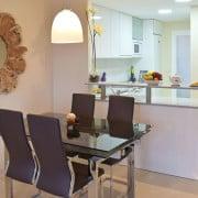 Апартаменты Компоамор в Ориуэла Коста (Аликанте)-столовая
