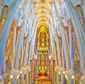 Храм Саграда Фамилия – 6 место среди самых популярных достопримечательностей мира