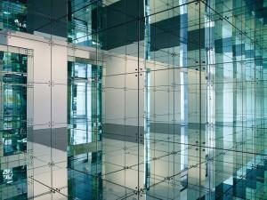 Музей Cosmo Caixa в Барселоне – зеркала один из главных инструментов научного мира